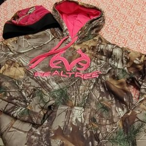 Realtree hoodie and hat combo size M